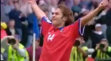 Video highlights final Piala Eropa 1996 antara Republik Ceska melawan Jerman Barat yang berakhir dengan skor 1-2.