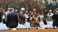 Menteri Luar Negeri RI Retno Marsudi (tengah) dan sejumlah delegasi anggota Dewan Keamanan PBB mengenakan batik saat sidang Dewan Keamanan PBB di New York, Amerika Serikat, Selasa (7/5/ 2019). (Liputan6.com/Pool/Kemenlu)