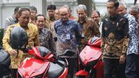 Pemenang lelang motor listrik Jokowi ramai diperbincangkan. (Sumber: Merdeka)