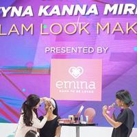 Tyna Kanna Mirdad merias wajah model di Fimela Fest 2018. (Foto: fimela.com/Windy Sucipto)