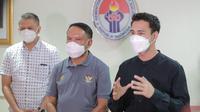 Menpora Zainudin Amali (tengah) bersama Wakil Ketua PSSI, Iwan Budianto (kiri) dan pemain Selebritis FC, Raffi Ahmad. (Kemenpora).
