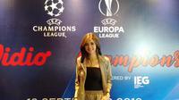 Kartika Berliana menjadi salah satu presenter Liga Champions dan Liga Europa yang disiarkan oleh Vidio melalui live streaming. (Liputan6.com/Cakrayuri)