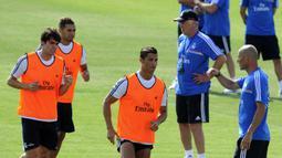 Carlo Ancelotti memboyong Zinedine Zidane dan Paul Clement sebagai asisten pelatih. (AFP/Dominique Faget)