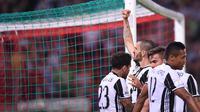 Bek Juventus, Leonardo Bonucci melakukan selebrasi usai mencetak gol ke gawang Lazio pada pertandingan Finla Coppa Italia di stadion Olimpico, Roma, (18/5). Juventus menang atas Lazio dengan skor 2-0. (AFP Photo/Filippo Monteforte)