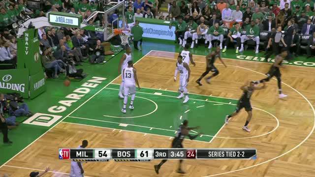 Berita video game recap NBA 2017-2018 antara Boston Celtics melawan Milwaukee Bucks Thunder dengan skor 92-87.