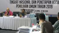 Komisioner KPU RI, Ilham Saputra (kiri) memimpin rapat Rekapitulasi Hasil Penghitungan Perolehan Suara Tingkat Nasional dan Penetapan Hasil Pemilihan Umum Tahun 2019, Jakarta, Rabu (7/5/2019). (Liputan6.com/Helmi Fithriansyah)