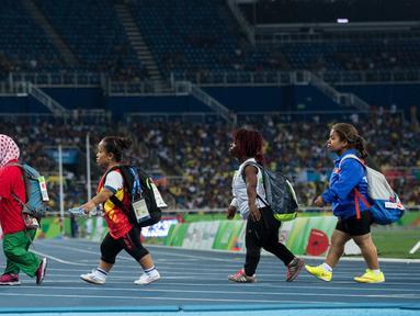 Atlet Paralimpik Rio 2016 meninggalkan arena usai berlaga pada final cabang Tolak peluru - F40 di Olympic Stadium, Rio de Janeiro, Brasil, (11/9/2016). (AFP/OIS/IOC/Bob Martin for OIS)
