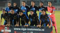 PSIS dalam laga terakhir melawan Persela di Stadion Moch. Soebroto, Magelang, Sabtu (6/7/2019). (Bola.com/Vincentius Atmaja)