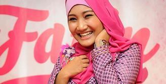 Dijaman yang semakin modern, jual beli sudah semakin mudah melalui system online. Salah satu penyanyi Indonesia, Fatin Shidiqia pun mempunyai trik tersendiri dalam berbelanja online.