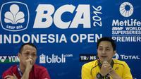 Manager tim Indonesia di BCA Indonesia Open 2016, Ricky Soebagdja, dan Kabid Binpres PP PBSI, Rexy Mainaky (kiri), menggelar jumpa pers disela-sela BCA Indonesia Open 2016 di Istora Senayan, Jakarta, Sabtu (4/6/2016). (Bola.com/Vitalis Yogi Trisna)