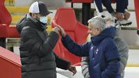Manajer Liverpool, Jurgen Klopp, dan manajer Tottenham Hotspur, Jose Mourinho. (Peter Powell/ Pool via AP)