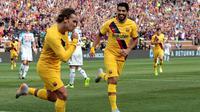 Antoine Griezmann menyumbangkan satu gol saat Barcelona menang 4-0 atas Napoli dalam laga pramusim di Michigan Stadium, Minggu (11/8/2019). (AFP/JEFF KOWALSKY)