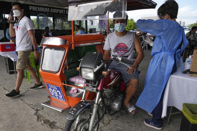 Duterte Ancam Penjarakan Warga yang Menolak Vaksin COVID