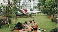 Ada Tempat Piknik Tersembunyi tapi Nyaman di Pusat Kota Jakarta. (dok.Instagram @tamanpiknik/https://www.instagram.com/p/CM9D76-AEtC/Henry)