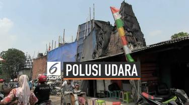 Pemerintah Jakarta Utara Akhirya membongkar lokasi usaha pembakaran arang mikik warga. embongkaran terkait protes warga dan instruksi gubernur Anies Baswedan terkait polusi udara.