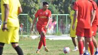 Pemain anyar Arema FC jelang lanjutan Shopee Liga 1 2020, Rizky Dwi Febrianto. (Bola.com/Iwan Setiawan)