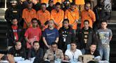 Kabid Humas Polda Metro Jaya Kombes Pol Argo Yuwono (tengah bawah) memimpin rilis kasus ambulans Partai Gerindra membawa batu dalam Aksi 22 Mei di Mapolda Metro Jaya, Jakarta, Kamis (23/5/2019). Polisi menangkap 11 tersangka dalam kasus ini. (merdeka.com/Iqbal Nugroho)