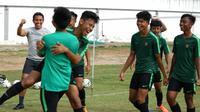 Pelatih Timnas Indonesia U-15, Bima Sakti, tak memungkiri mental dan moral pemainnya jatuh setelah ditahan 1-1 oleh Timor Leste.