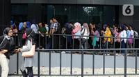 Sejumlah pencari kerja memadati arena Job Fair di kawasan Jakarta, Rabu (27/11/2019). Job Fair tersebut digelar dengan menawarkan lowongan berbagai sektor untuk mengurangi angka pengangguran. (Liputan6.com/Johan Tallo)