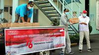 PT Astra Honda Motor mendonasikan paket sembako untuk veteran dan masyarakat. (Foto Dok. AHM)