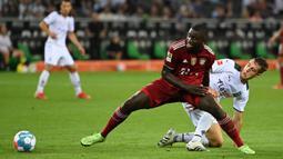 Dayot Upamecano resmi menjadi pemain Bayern Munchen pada musim ini. Sebelumnya, Bek berkebangsaan Prancis tersebut sempat mendapat tawaran bermain di Manchester United. Namun sejauh yang diketahui, mereka tidak menunjukkan pergerakan nyata untuk membawanya ke Old Trafford. (Foto: AFP/Ina Fassbender)