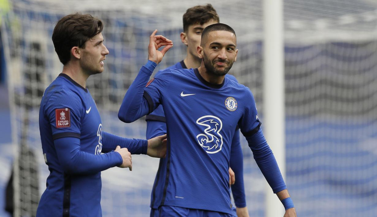 Gelandang Chelsea, Hakim Ziyech (kanan) melakukan selebrasi usai mencetak gol kedua timnya ke gawang Sheffield United dalam laga perempatfinal Piala FA 2020/2021 di Stamford Bridge, London, Minggu (21/3/2021). Chelsea menang 2-0 atas Sheffield United. (AP/Kirsty Wigglesworth)