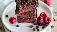 ilustrasi kue cokelat/Photo by Ella Olsson on Unsplash