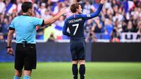 Striker tim nasional Prancis, Antoine Griezmann, merayakan gol ke gawang Jerman pada laga Liga A Grup 1 UEFA Nations League, di Stade de France, Paris, Selasa (16/10/2018). (AFP/Franck Fife)