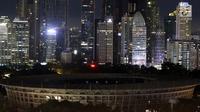 Suasana Stadion Utama Gelora Bung Karno (GBK) saat lampu dipadamkan pada peringatan Earth Hour 2018 di Jakarta, Sabtu (24/3). Peringatan Earth Hourdi Jakarta untuk pertama kalinya digelar di GBK setelah direnovasi. (Liputan6.com/Johan Tallo)