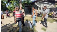 Anggota Kepolisian Sektor (Polsek) Aesesa, Mbay, Kabupaten Nagekeo, NTT menangkap seorang dukun cabul. Dukun cabul (HG) tersebut sudah mencabul empat orang wanita. Dua orang wanita dewasa dan dua orang anak dibawa umur.