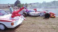 Pebalap Jepang, Taki Inoue, tertabrak mobil petugas medis pada GP Hungaria 1996 di Sirkuit Hungaroring. (Bola.com/wtf1.co.uk)