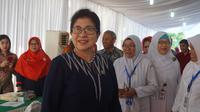 Menkes tinjau stand pemeriksaan jantung saat Hari Pers Nasional di Padang (Sumber : Biro Komunikasi dan Pelayanan Masyarakat Kemenkes RI)