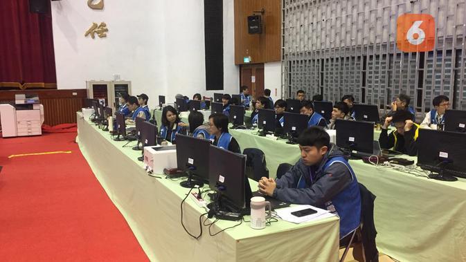 Selain petugas dari CEC, hasil perhitungan juga dibantu oleh pihak swasta dalam hal ini Chunghwa Telecom (Liputan6.com/Teddy Tri Setio Berty)