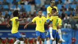 Pada Piala Dunia 2014 di Brasil, Tim Samba berhasil menang lewat adu penalti saat melawan Chile dengan skor 3-2. (AP/Victor R. Caivano)