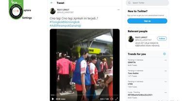 Gambar Tangkapan Layar Video yang Diklaim WN China Serbu Bandara Sultan Syarif Kasim, Riau (sumber: Facebook).