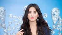 Song Hye Kyo tampil menawan saat hadiri pameran perhiasan di Monako. (Instagram/@b_joeun)