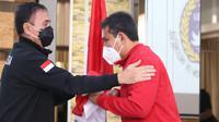 Ketua PSSI, Mochamad Iriawan, melepas kepergian Timnas Indonesia U-16 ke Uni Emirat Arab. (PSSI).