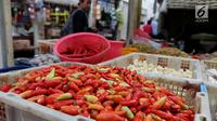 Harga cabai rawit merah mengalami kenaikan harga sebesar Rp 20 ribu hingga Rp 30 ribu per kilogram. Jika sebelumnya dijual Rp 30 ribu hingga Rp 35 ribu, kini harga cabai berkisar Rp 55 ribu hingga Rp 60 ribu per kilogram. (Liputan6.com/Angga Yuniar)