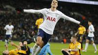 Gelandang serang Tottenham Hotspur, Erik Lamela, merayakan gol yang dicetak ke gawang Newport County di Stadion Wembley, London, Rabu (7/2/2018) atau Kamis (8/2/2018) dini hari WIB. (AP Photo/Frank Augstein)