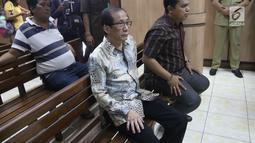 Pendeta yang dihadirkan sebagai saksi dari pihak Basuki Tjahaja Purnama (Ahok) dalam lanjutan sidang gugatan cerai di PN  Jakarta Utara, Rabu (7/3). Pendeta ini berasal dari gereja tempat Ahok dan Veronica Tan biasa beribadah. (Liputan6.com/Arya Manggala)