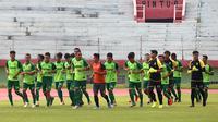 Persebaya Surabaya saat menjalani latihan di Surabaya. (Bola.com/Aditya Wany)