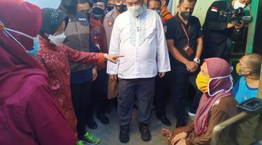 Risma saat blusukan di Tuban. (Ahmad Adirin/Liputan6.com)