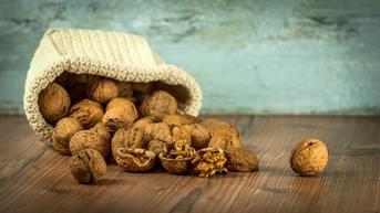 5 Manfaat Jika Anda Makan Kacang Kenari Setiap Hari