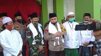 Kapolda Jatim dan Pangdam V Brawijaya saat berkunjung ke pondok pesantren Syaikhona Kholil Demangan