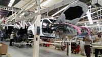 PT BMW Group Indonesia mulai melakukan perakitan sedan mewah terbarunya, all new BMW Seri 5. (Arief/Liputan6.com)