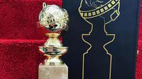 Piala Golden Globe. (Foto: Instagram terverifikasi @goldenglobes)