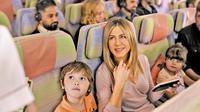 'Sewa' Jennifer Aniston, Emirates Ejek Larangan Bawa Laptop  (Emirates Airline)