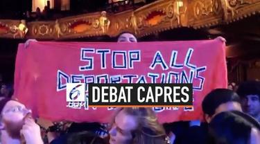 Penonton melakukan protes di tengah-tengah debat kedua calon Presiden AS Partai Demokrat. Protes dilakukan terkait kasus Daniel Pantaleo dan deportasi di perbatasan selatan AS.