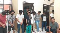 Sejumlah pemuda Kota Gorontalo diamankan Polisi saat merusak Speed Bump (Arfandi Ibrahim/Liputan6.com)