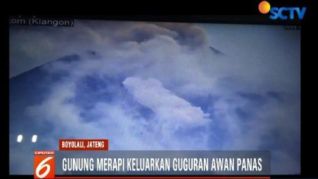 Aktivitas Gunung Merapi meningkat dengan adanya guguran awan panas sebanyak tiga kali. Meski demikian, warga masih beraktivitas seperti biasa.